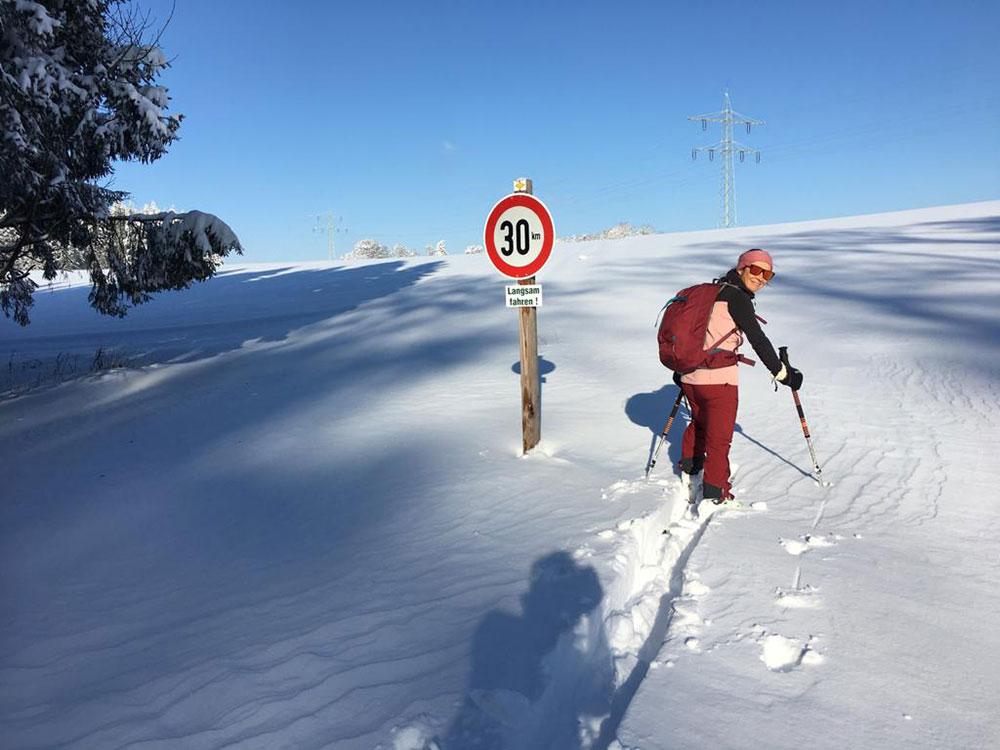 Skitour   mit dem Auto kein Durchkommen